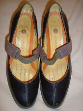 UK 9 D EU 43 CLARKS Patent / Suede Violet  shoes RRP £89.00