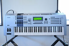Yamaha MOTIF ES6 61-Key Music Production Synthesizer w/ gator case