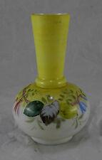 Vase tulipier en opaline jaune et blanc peint et émaillé