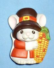 VINTAGE HALLMARK THANKSGIVING PILGRIM MOUSE CORN PLASTIC PIN SO CUTE