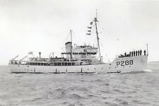 rp14283 - Royal Navy Trawler - HMS Gateshead , built 1943 - photo 6x4