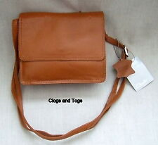 NEW CLARKS TOO LUCKY WOMENS TAN LEATHER SHOULDER / CROSS BODY BAG