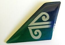 10239 AIR NEW ZEALAND NZ AIRLINES AIRWAYS AVIATION PLANE TAIL LAPEL PIN BADGE