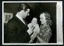 Joe DiMaggio with wife Dorothy Arnold and son 1942 Press Wire Photo Yankees