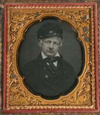 DAGUERREOTYPE OCCUPATIONAL, MAN IN ENGINEER CAP. 1/6TH PLATE, FULL CASE. SHARP.
