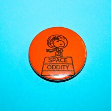 DAVID BOWIE SPACE ODDITY CHARLIE BROWN SNOOPY PEANUTS I INCH BADGE
