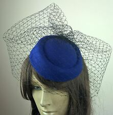 ROYAL Blue FELTRO MINI pillola casella CAPPELLO NERO veiling francese VELO Fascinator con WEDDING