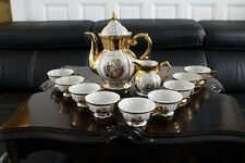 Service à thé café porcelaine à décor scène galante sur fond doré théière tasse