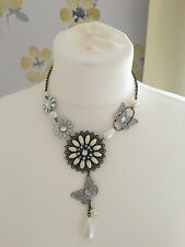 GOLD METAL CREAM BUTTERFLY, PEARL, LACE CUT & DAISY DROP NECKLACE