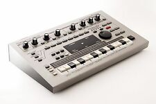 Roland MC-303 Groovebox Sequencer Drum Machine Sound from TOKYO Japan