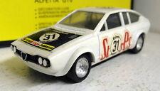 Solido SCALA 1/43 VINTAGE 82 ALFA ROMEO ALFETTA GTV Bianco 1979 Modello Diecast Auto