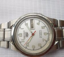 RARE VINTAGE SS MID SIZE 32MM SILVER WHITE DIAL SEIKO 5 MEN AUTOMATIC WRISTWATCH