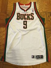 Shaun Livingston 11-12 Bucks game worn white home jersey, photomatched