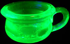 Green Vaseline glass Chamber pot toothpick holder uranium salt dip celt / cellar