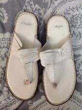 Clarks Sandals Sz 9 B White Leather Flip Flop T-Strap Summer Shoes Thong Casual