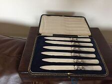 BEAUTIFUL SET OF 6 MOTHER OF PEARL &  SILVER PLATED FRUIT KNIVES (MOP 9011)