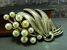 Vintage Gold Tone Lisner Faux Pearl Flower Bouquet Pin / Brooch