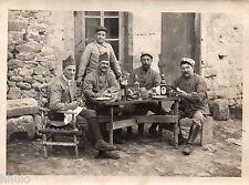 C241 Photographie vintage original Militaire Repas casse croute table alcool