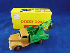 Dinky toys 430 Breakdown Lorry Commer Chassis  fawn with Green Rear