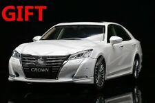 Car Model New Toyota Crown 2015 1:18 (White) + SMALL GIFT!!!!!