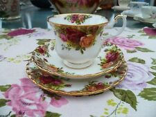 Pretty vintage royal albert chine trio tasse thé soucoupe assiette old country roses.