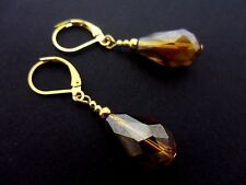 A PAIR OF SHORT GOLD TONE AMBER GLASS CRYSTAL TEARDROP LEVER BACK EARRINGS.