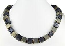 Schöne Edelsteinkette aus Lava und Pyrit  in Würfelform