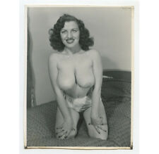VINTAGE PIN UP PHOTO BUSTY NUDE WOMAN KNEELING/SMILING/POSING ADULT ONLY ITEM