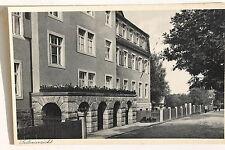 21003 AK Post-Erholungsheim Hohnstein Seitenansicht Straße Zaun Personen um 1930