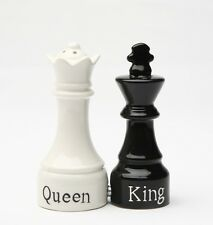 QUEEN & KING CHESS CERAMIC SALT & PEPPER SHAKERS SET.MAGNETIC ATTACHED