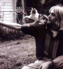 NIRVANA POSTER PAGE KURT COBAIN & CAT . 23 X 21 CM. NEVERMIND . N8