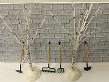 LOT OF 6 PIECES Landscape Accessories TOOLS and TREES AND 1:24 (G)DIORAMA