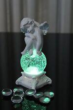 Deko Engel mit LED Glaskugel Farbwechsel Skulptur Engelchen sitzend