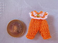 süßes Miniaturen Baby Strickoutfit Modeladen Kinderzimmer 1:12 orange