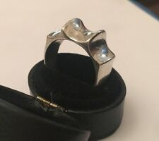 La qualità in argento Unique Unisex modernist futuristico Anello Gotico Taglia M/O