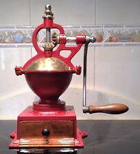 Antique coffee grinder firm GOLDENBERG GARANTIE Nº 1 , model 2830FC , with crank