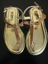 NEW MICHAEL KORS LOGO GIRLS MK THONG SANDALS BROWN PATENT LEATHER SHOES SIZE 1