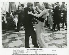 FAYE DUNAWAY OSKAR WERNER VOYAGE OF THE DAMNED 1976 VINTAGE PHOTO ORIGINAL N°1