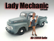 LADY MECHANIC SOFIE FIGURE 1:24 SCALE DIECAST MODEL CARS AMERICAN DIORAMA 23959