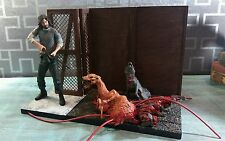 John Carpenter's The Thing Sota Toys Macready Dog Mutant in Kennel Kurt Russell