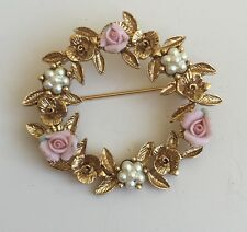 Adorable Vintage Roses& Flowers Wreath Brooch In Gold Tone Metal W/faux Pearls