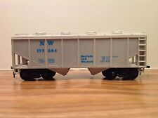 "HO Scale ""Norfolk & Western"" NW 177504 2-bay Cement Hopper Freight Train Car"