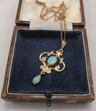 A Beautiful Edwardian Design Opal Pendant & Chain in 9ct Gold