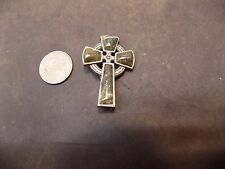VINTAGE  SIGNED  SCOTTISH GREEN AGATE CELTIC CROSS BROOCH/PIN