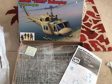 Huey UH-1 ANAFA helicóptero 1:35th Dragon Caja Kit en paratroopters RRP £ 42.99
