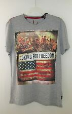 JEANS BY BUFFALO GRAY PATRIOTIC SHIRT LOOKING FOR FREEDOM MEN'S SIZE M NEW/TAG