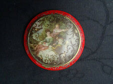 ANTIQUE BAKELITE FRENCH COMPACT WITH ROMANTIC SCENE