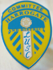 LEEDS UNITED HARROGATE & DISTRICT SUPPORTERS CLUB COMMITTEE Badge 18mm x 25mm