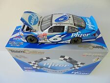 Mark Martin #6 Pfizer 2001 Ford Taurus TCOS 1/24th Nascar Diecast Collectible MM
