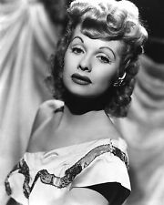LEGENDARY ENTERTAINER LUCILLE BALL -  8X10 PUBLICITY PHOTO (EP-827)